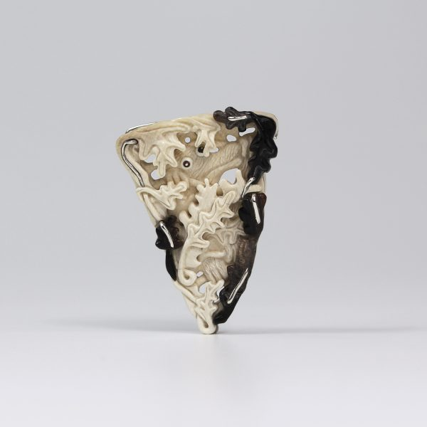 mamuto kaulo sagė