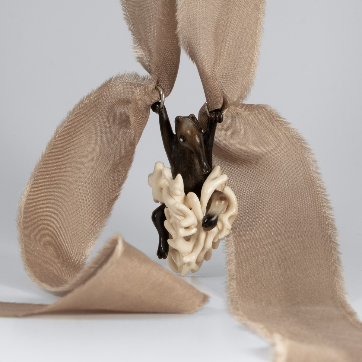 mamuto kaulo pakabukas